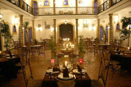 Hotel Riad Villa Damonte: patio-restaurant