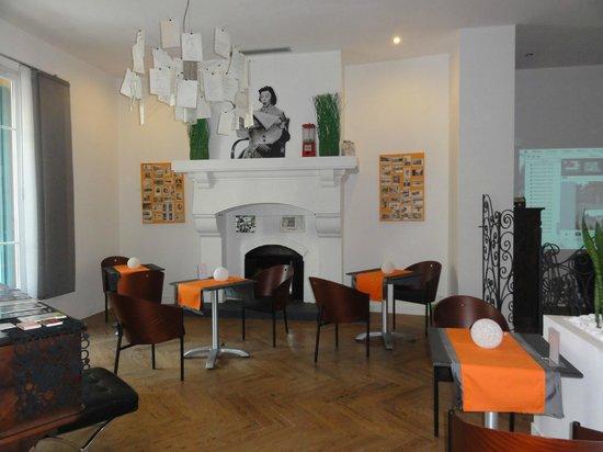 b11 Hotel: Saletta