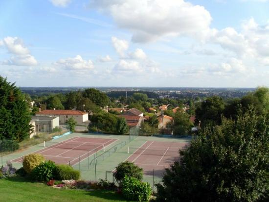 Logis Aloe : The plain below the hill, and the hotels tennis courts