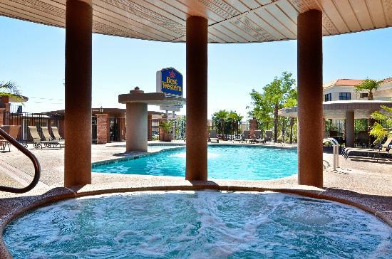 Best Western C Hills Outdoor Spa Pool Waterfall