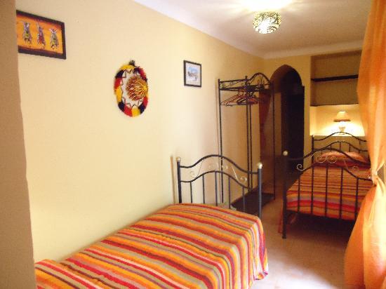 Riad Aldiana: Chambre double avec lits 90