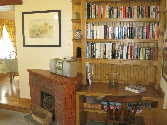 The Cottages: Little Orchard Reading Area
