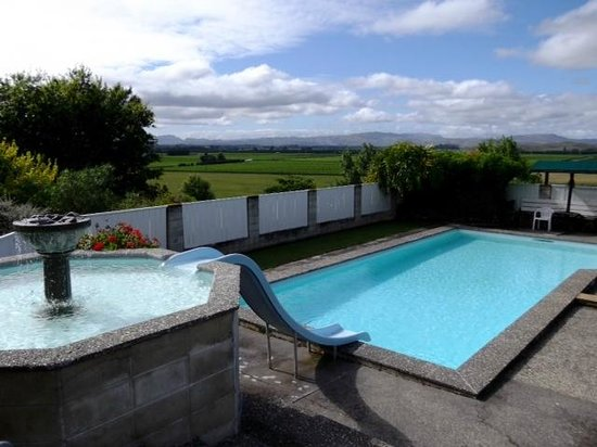 Grandvue Country Stay: The lovely pool.
