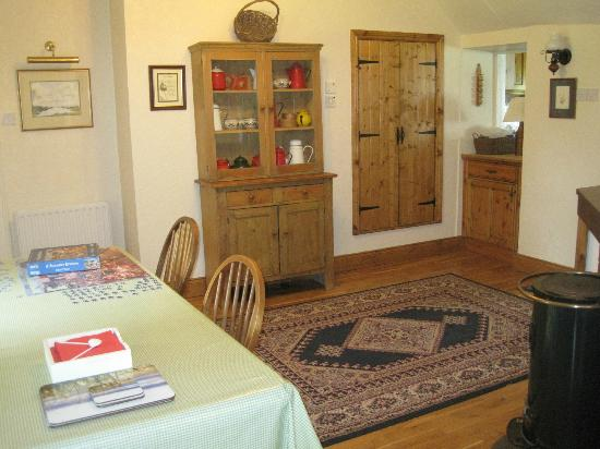 The Cottages: Little Orchard Dining Area 