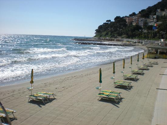 Hotel Mambo: spiaggia a 20 mt. dall'hotel