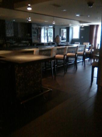 Artmore Hotel: Bar at hotel