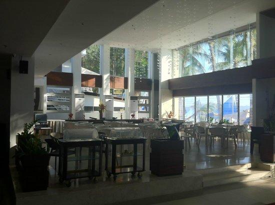Nandana Boracay: lobby restaurant for buffet breakfast