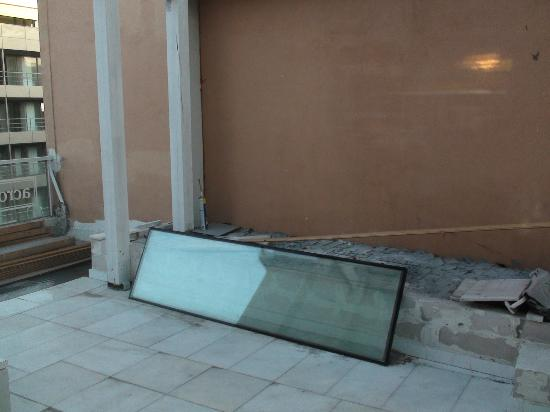Acropolis Museum Boutique Hotel: View from the window. :(