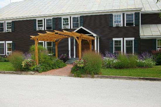 The Mountain Top Inn & Resort : Main entrance