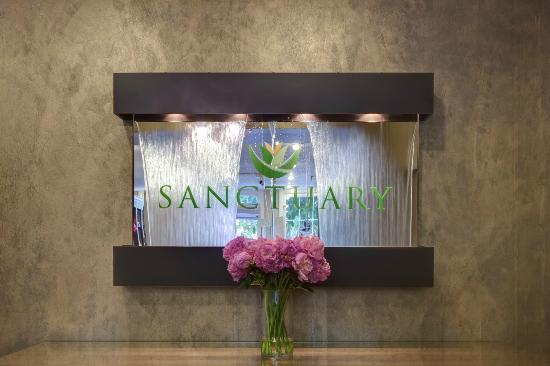 Sanctuary International Day Spa: Fountain