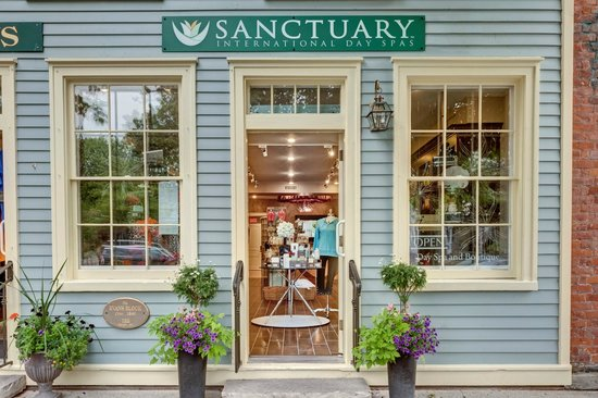 Sanctuary International Day Spa: Located downtown next door Starbucks