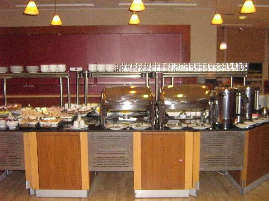 Novotel Santiago Vitacura: Buffet café da manhã.