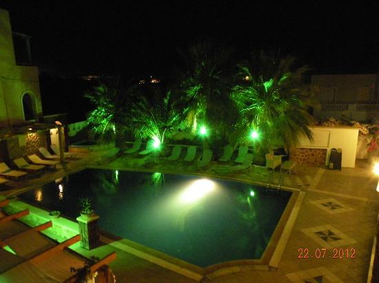 Atalos Apartments & Suites: pool area