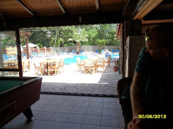 Lavrion Studios: view to the pool from the bar