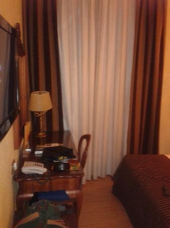 Salles Hotel Malaga Centro: Detalle habitación