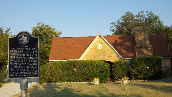 Alla's Historical Bed and Breakfast, Spa & Cabana: Pelt House