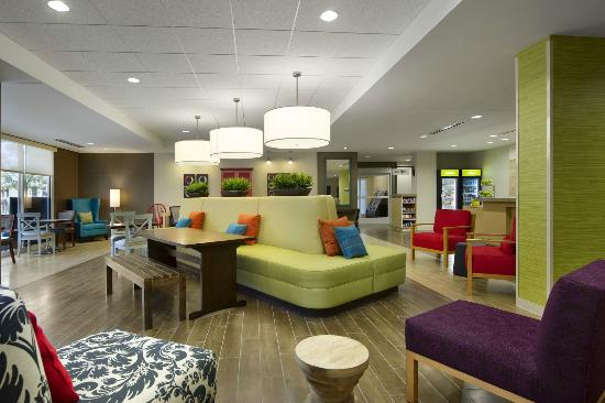 Home2 Suites by Hilton Nashville Vanderbilt: Relax in our welcome area.
