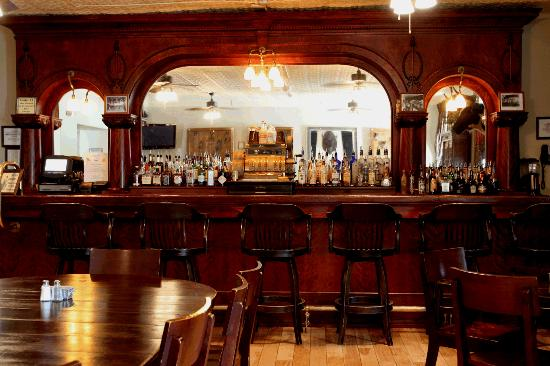 Express St. James Hotel: Antique Bar