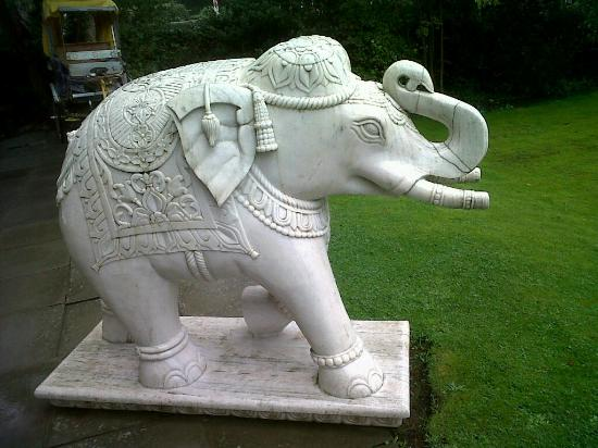 The Original Raj Hotel: Elephant in the garden