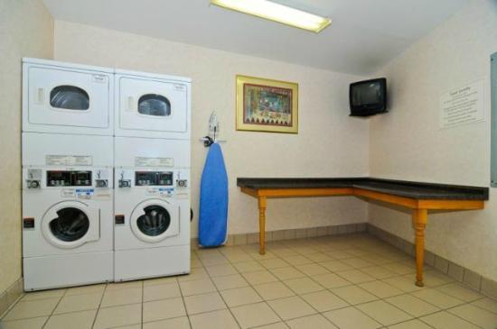 Econo Lodge: Laundry