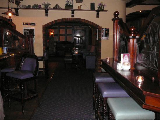 Dooly's Hotel: Coachouse Bar