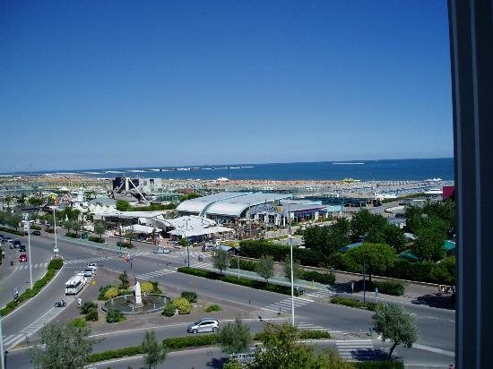 Hotel le Tegnue : View of the beach from 5th floor room