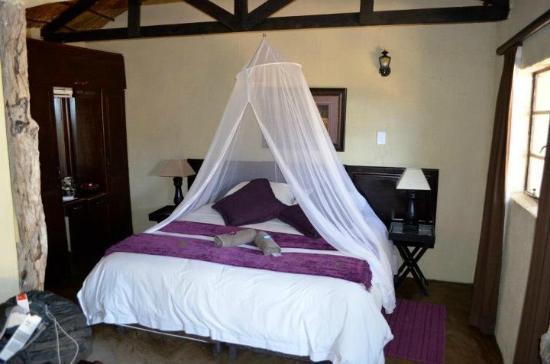 Umkumbe Safari Lodge: Our room