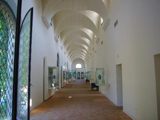 International Ceramic Museum: La parte iniziale del percorso espositivo