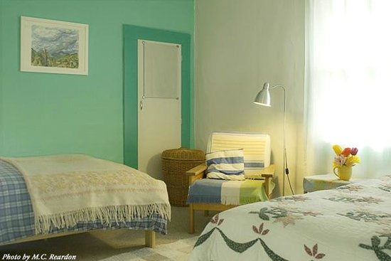 The Painted Hills Vacation Rentals: sbright and cheerful bedroom