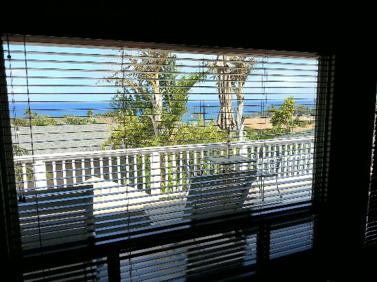 Garden Gate Bed and Breakfast: View from the Oceanview Suite bed