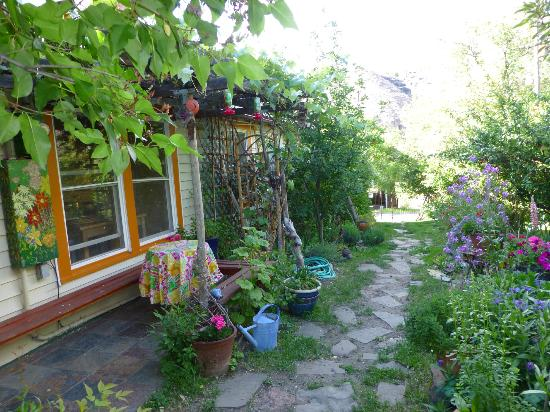 The Painted Hills Vacation Rentals: The Painted Hills Cottage - Gardenpath
