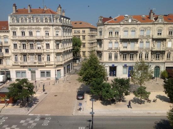 Hôtel de France : view from 4 th floor room
