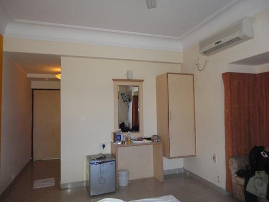 FabHotel Priyadarshini Park Mount Road : the other side