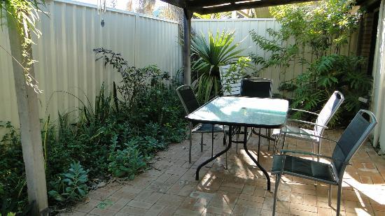 Weelaway on Gregory: garden