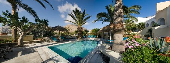 Hermes Hotel: Jacuzzi pool under the palm trees..The perfect place to relax!