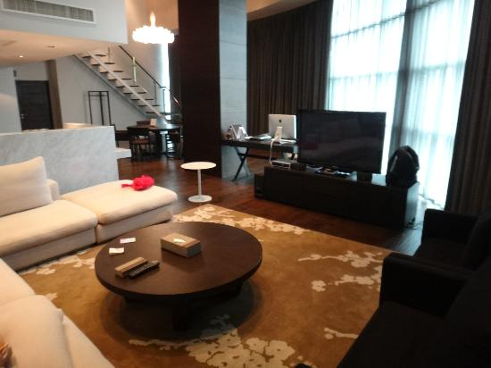 S31 Sukhumvit Hotel: living room of penthouse suite