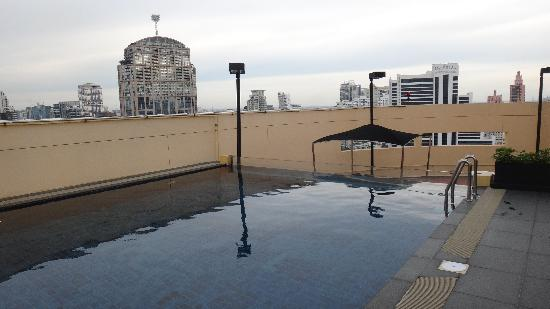 S31 Sukhumvit Hotel: small private rooftop swimming pool in presidential suite