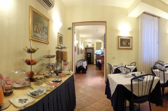Hotel Colomba: Generous breakfast