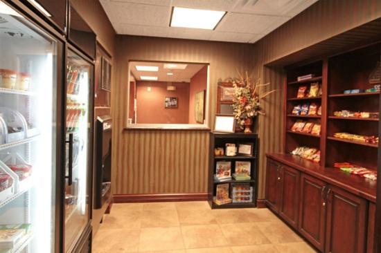 Homewood Suites by Hilton Bloomington: Suite Shop