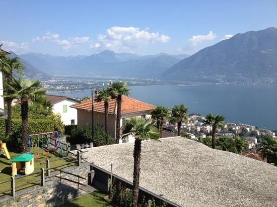 Hotel Stella Orselina: view from lower bungalow