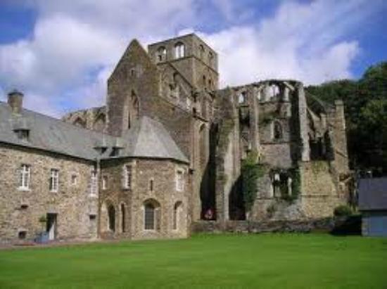La Ferme de Montaigu : l'abbaye d'Hambye