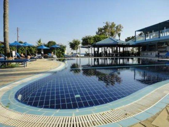 Anonymous Beach Hotel: бассейн