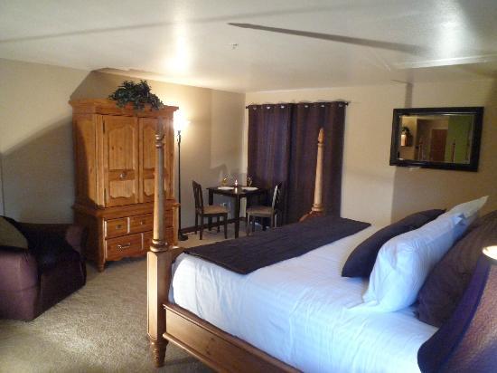 Cedars Inn Hotel: King Jacuzzi suite