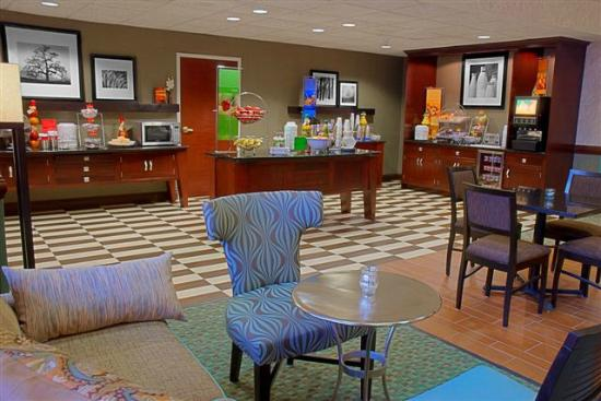 Hampton Inn & Suites Valparaiso : Breakfast Area