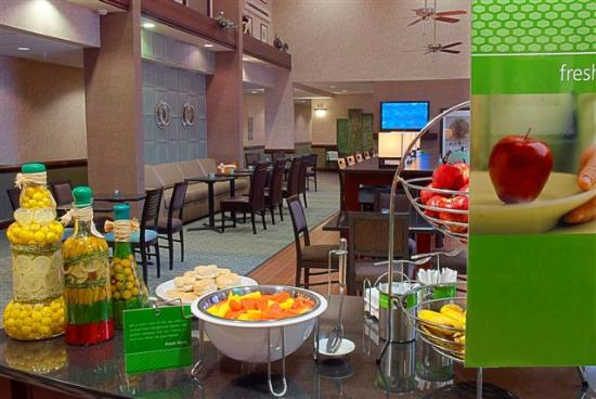 Hampton Inn & Suites Valparaiso : Breakfast Bar