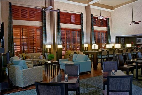 Hampton Inn & Suites Valparaiso: Breakfast Seating Area
