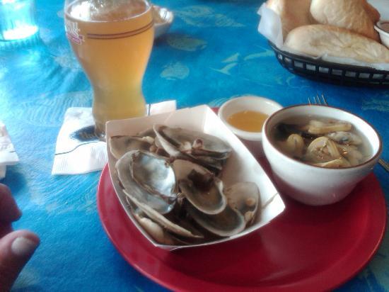 Lord's Harborside Restaurant: Steamahs!