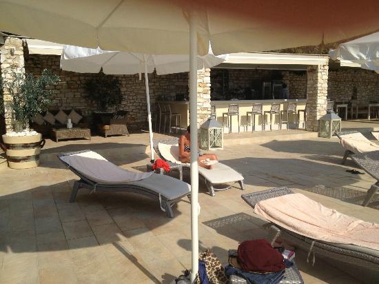 Saint Andrea Seaside Resort: Pool area - Bar
