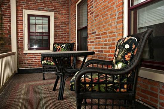 Strasburg Village Inn: Room 2, private porch area