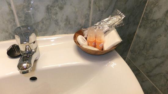 Hotel Marfil : Shampoo, Shower Gel, Toothbrushes & paste, Soaps